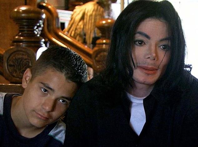 Michael Jackson and Gavin Arvizo (2003) – MJandboys