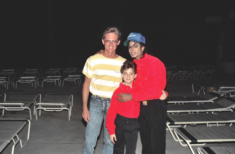alan-light-with-mj-and-jimmy-safechuck-in-hawaii-1988[1]