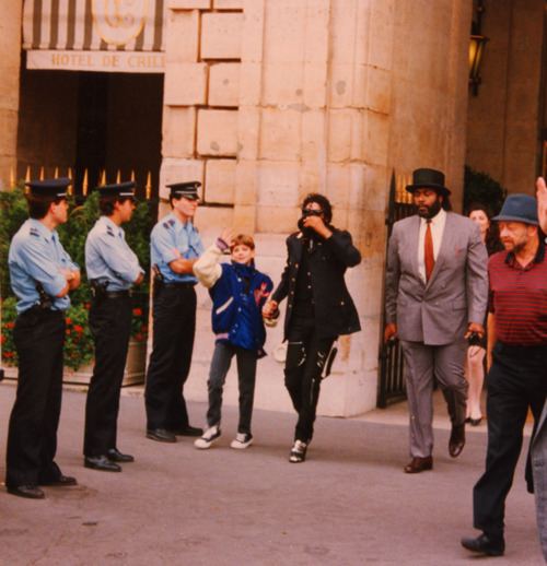 when-you-say-we-will-dance-til-the-light-of-day-it-s-just-like-the-children-in-earth-s-joy-michael-jackson-30437280-500-518.jpg